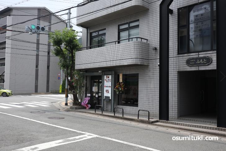 山科区の「大石神社前」交差点にあるカフェ「Kintoto」