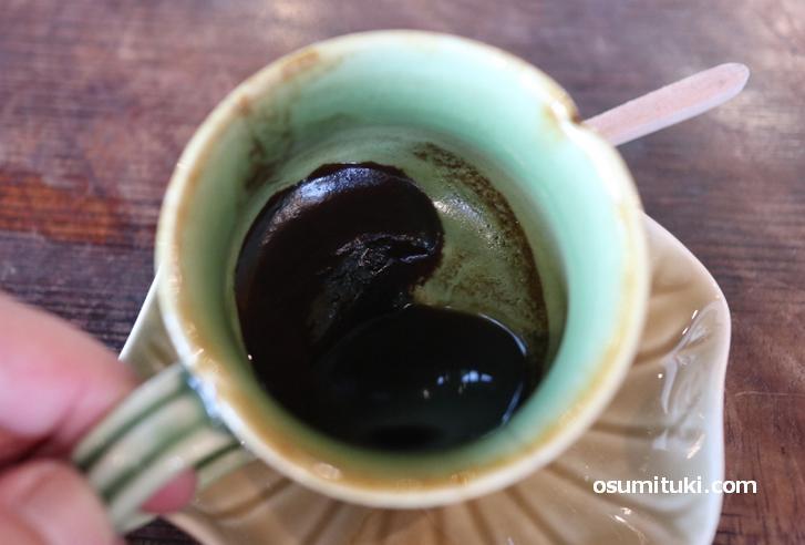 コーヒーの粉が沈殿しているのが特徴的なバリコーヒー