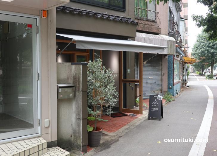 場所は烏丸紫明西ル2筋目南側(coffee roast Yui)