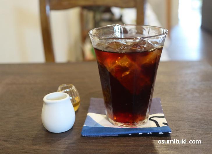 コーヒーは黒糖のようなコクのある香り、飲み口は爽やかで後味もスッキリ