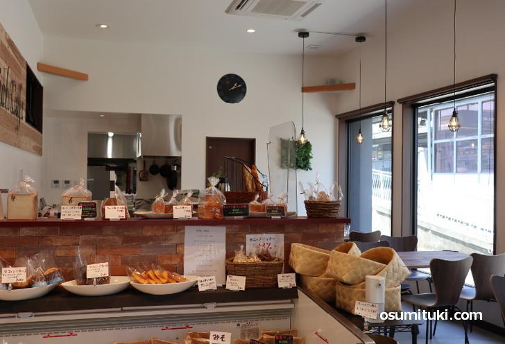 パンの販売とイートインでカフェもできます(アンクサンドイッチカフェ)