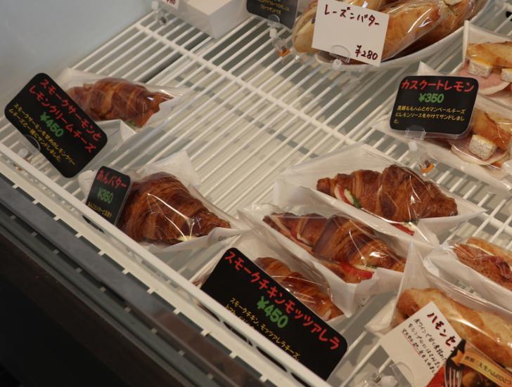 クロワッサンのサンドイッチは350円~450円