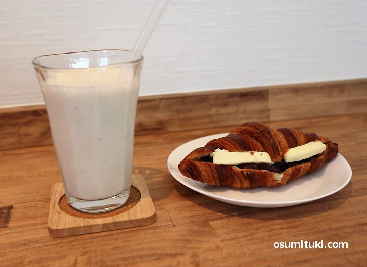 バナナスムージー(350円)、あんバター(350円)