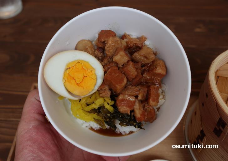 魯肉飯(ルーローハン)は八角の良い香りがします