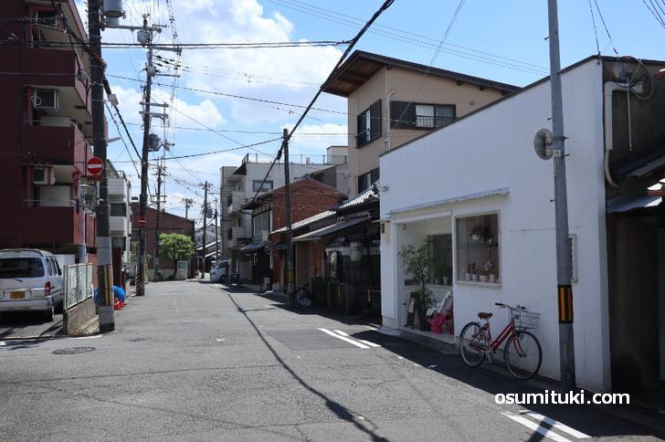 鞍馬口駅の西側、かつてはカフェが数軒あったところ(月猫商會 )