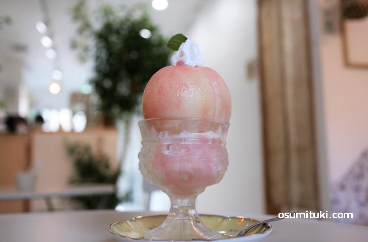 福島産の桃を使ったスイーツをいただきました
