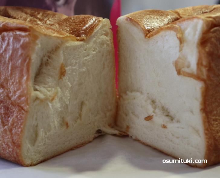 柔らかいパンですが密度はありますね