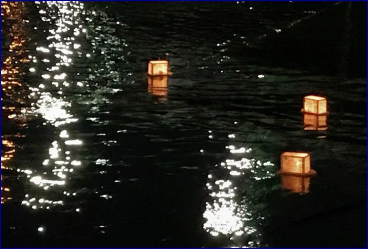 お精霊送り(おしょうりょうおくり)でお供物を川に流す風習
