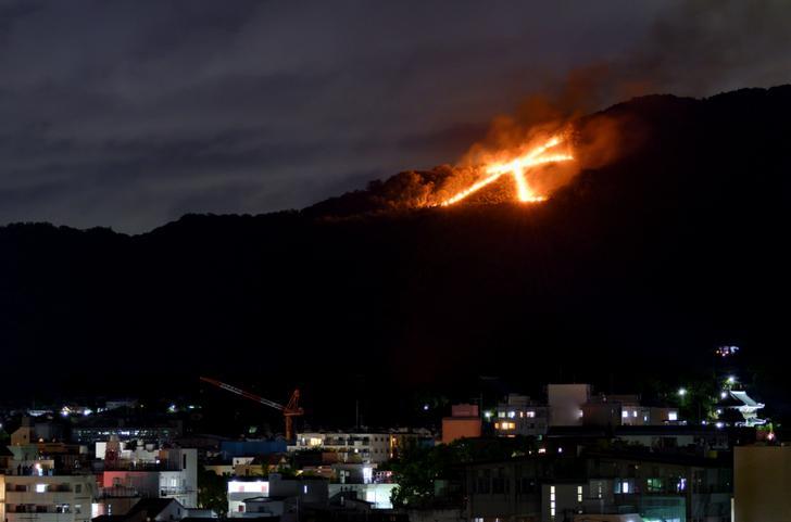 京都の風物詩「五山送り火」はコロナで縮小開催