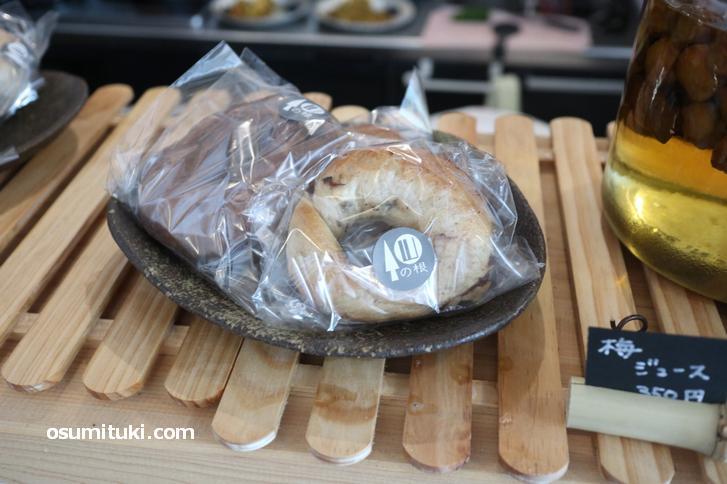ベーグル(170円)やクッキーなどの焼き菓子も販売しています