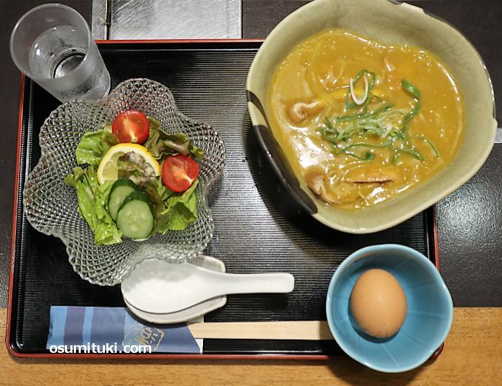 京都団楽の黄色いカレー蕎麦