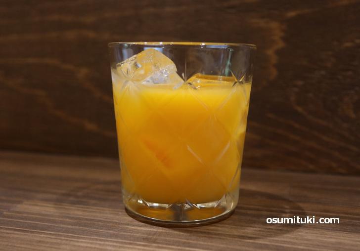 セットのオレンジジュース