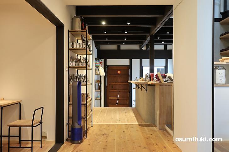 店内は広く、京町家を改装したカフェです(FUDAO)