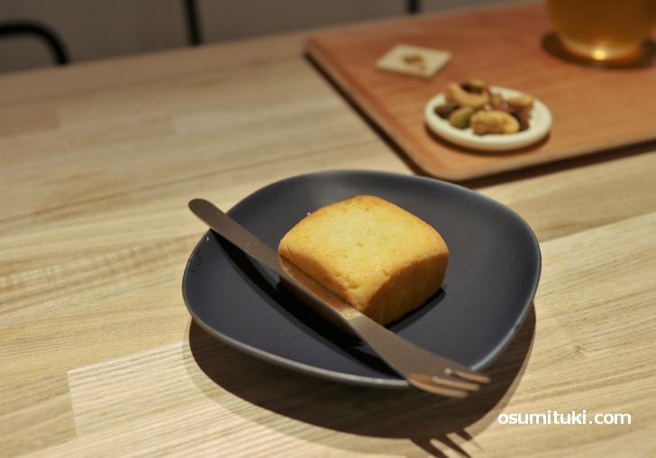 台湾スイーツの定番「パイナップルケーキ(250円)」