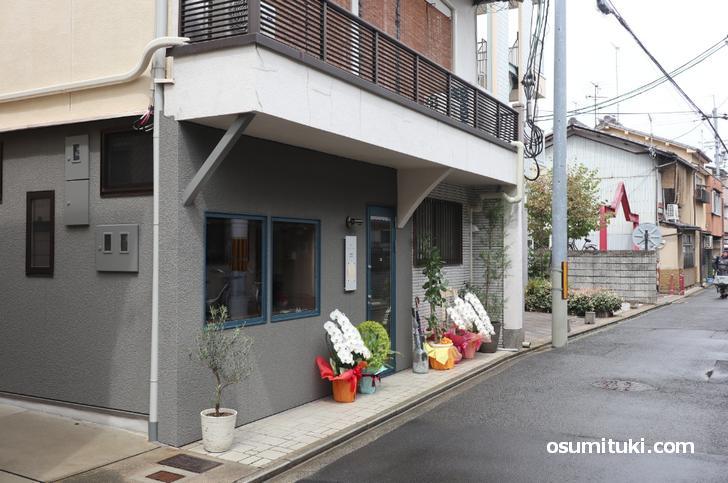 喫茶ヒトクチヤ 京都・西陣の細い通りにあります