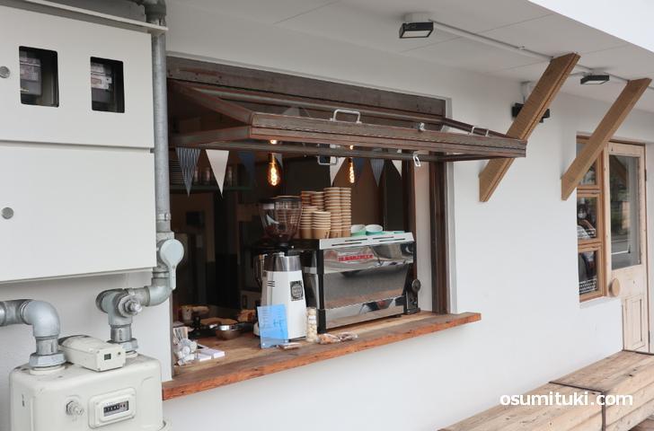 2020年9月3日からテークアウトのカフェスタンドがオープン(BRASS / COFFEE)