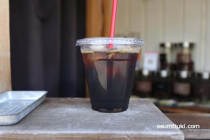 アイスコーヒーも都度ハンドドリップで淹れたてを提供するお店です