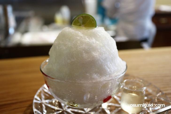 すだち氷(700円)白蜜とすだちシロップでいただきます