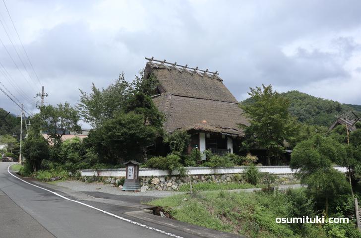 京都・美山にある「世界的異風古民家」カフェ「古民家カフェ旬季庵」
