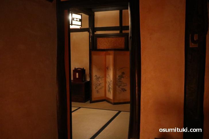 二階のお部屋、昔の田舎家なので窓というものが少ないです