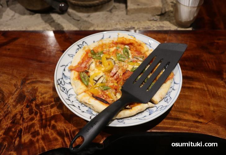 季節野菜とベーコンのピザ(1100円)