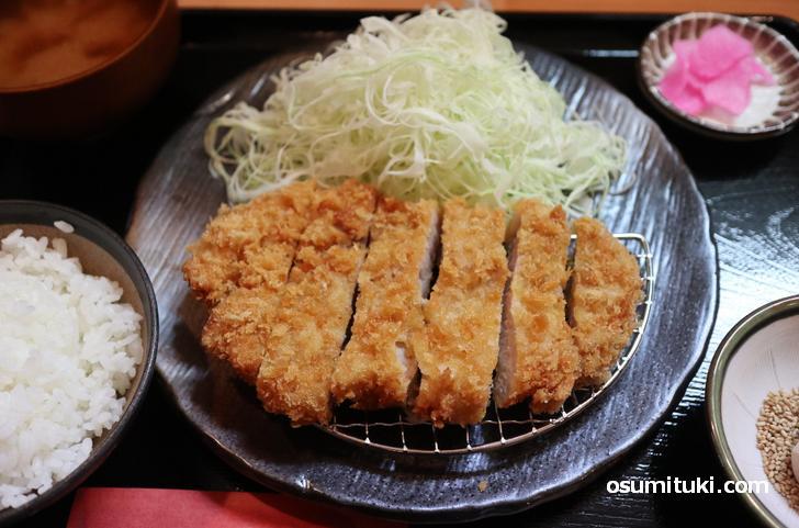 九州産豚肉でとってもジューシー 特上ロースかつ(1500円)