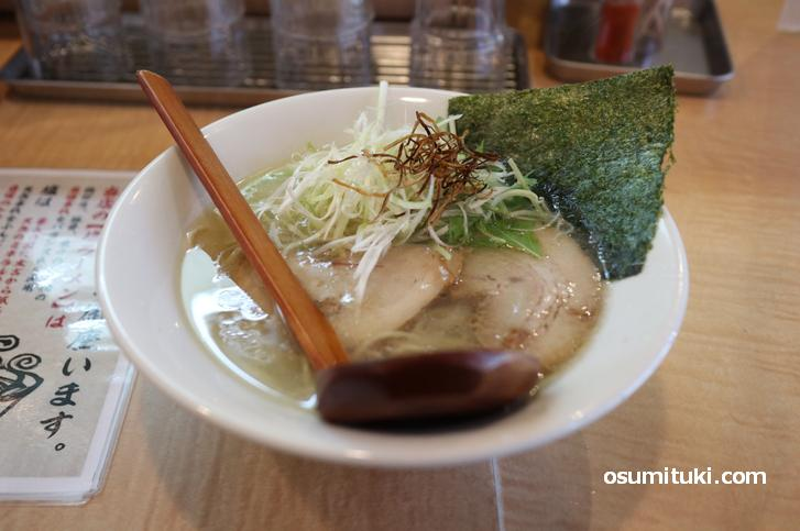 鶏ガラ・豚骨・魚介のトリプルスープ(塩ラーメン)