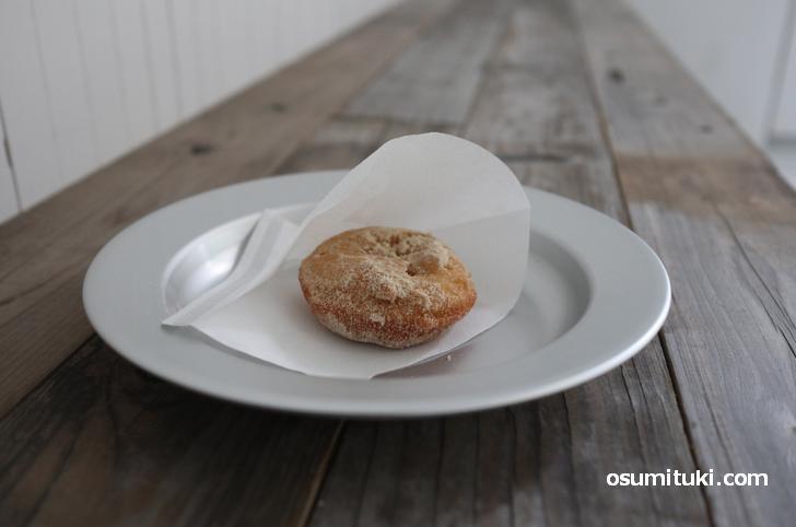 ドーナツ(250円)は揚げたてでふんわり美味しい