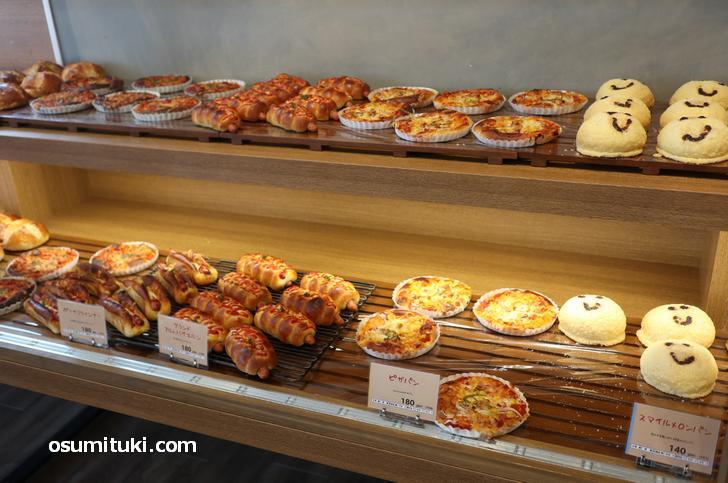 惣菜パンもかなり充実しており値段は180円程度とお安い!