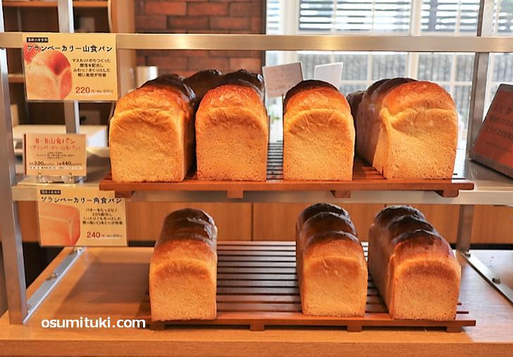 食パンも220円でリーズナブル
