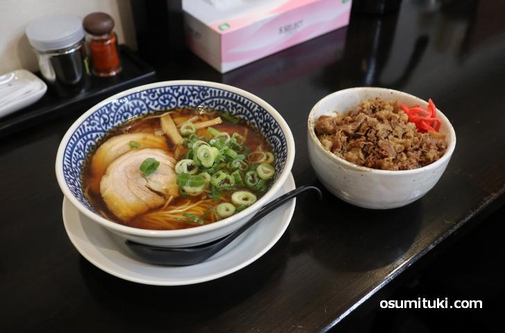 中華そば(醤油、塩)と牛丼・唐揚げがあります