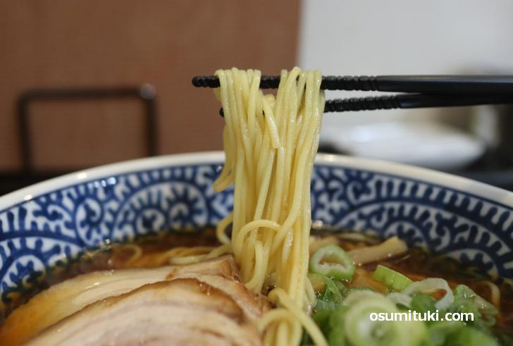 麺も味わいがありスープに合っています