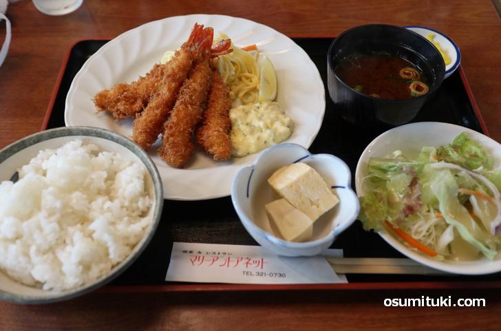 定食には出汁巻き玉子と高野豆腐、ここらへんが京都らしい
