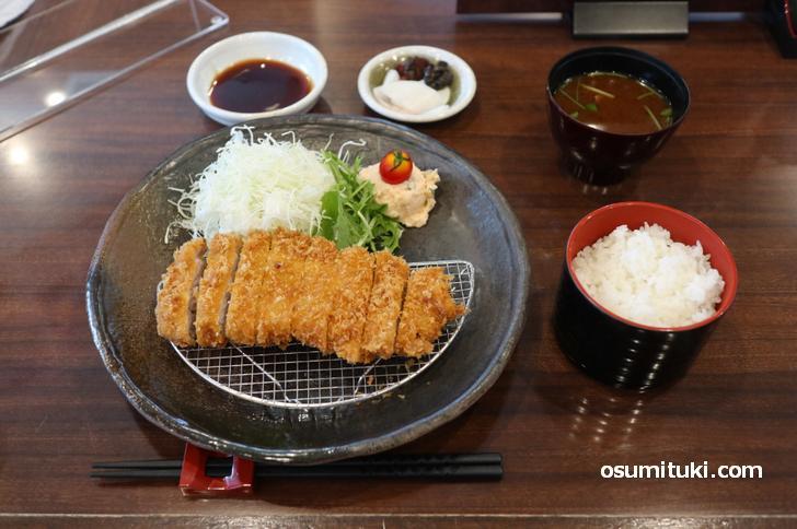 上ロースとんかつ定食 120g(1650円)