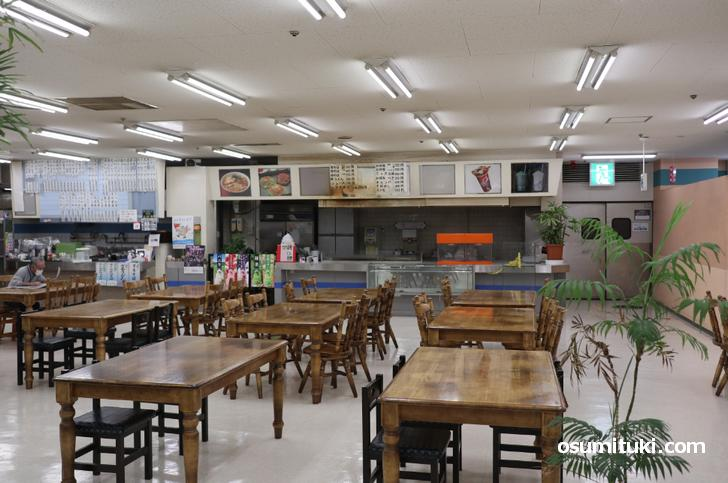 関東風うどんは西友亀岡店のフードコートにあった