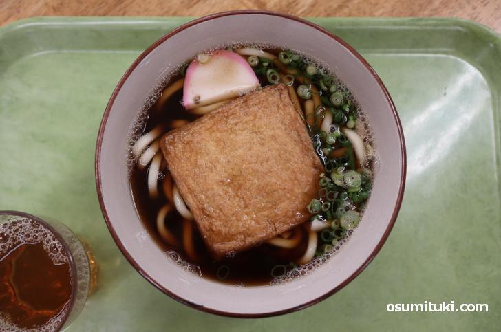 白ねぎを使っていないのが残念ですが、味は東京のうどんと同じ