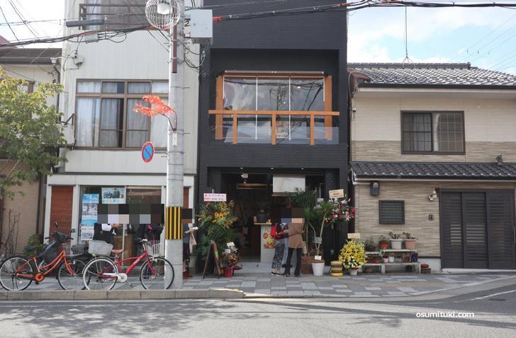 UPIT'S BURGER(アピットバーガー)の場所はJR嵯峨嵐山駅南口から徒歩1分