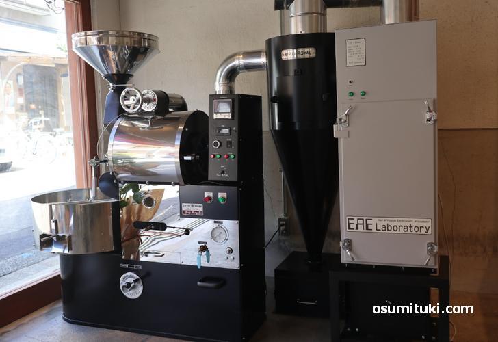 富士ローヤルの立派な自家焙煎機を使っています