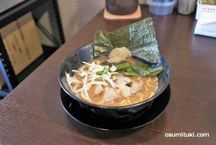 とんこつ魚介醤油ラーメン(750円)