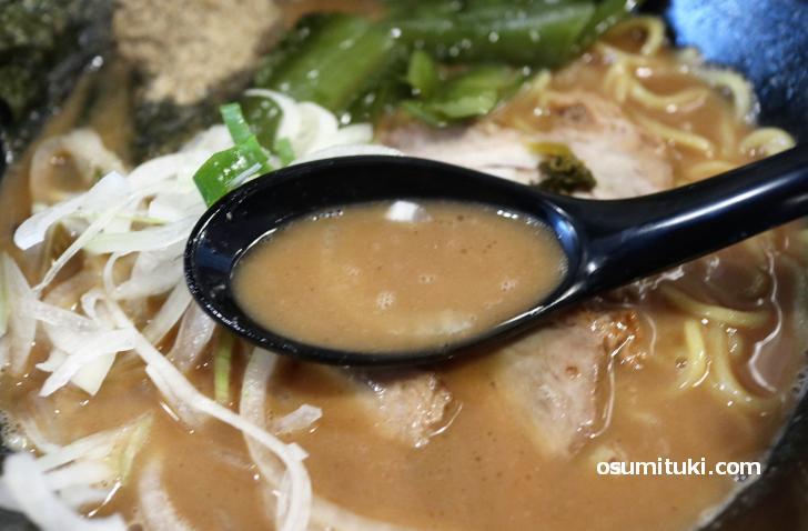 トロッとした濃厚スープです