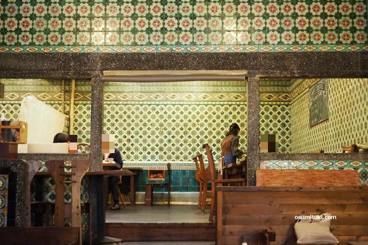京都カフェ「さらさ西陣」の大正生まれマジョリカタイルが『所さん!大変ですよ』で紹介