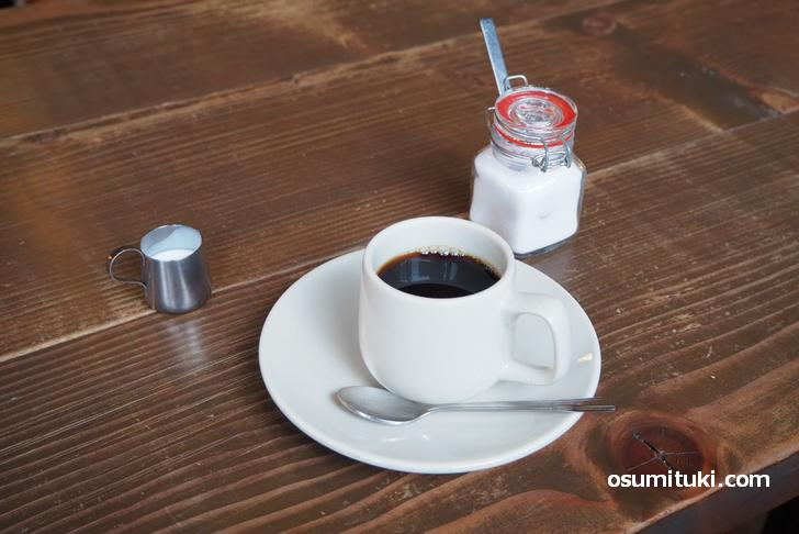 ドリンクはソフトドリンクから選ぶんですが+100円でコーヒーにできます