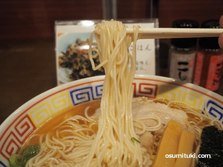 麺はパツンとした京都らしい麺でした