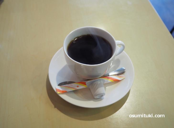 昔ながらのお店で食後にコーヒーがサービス