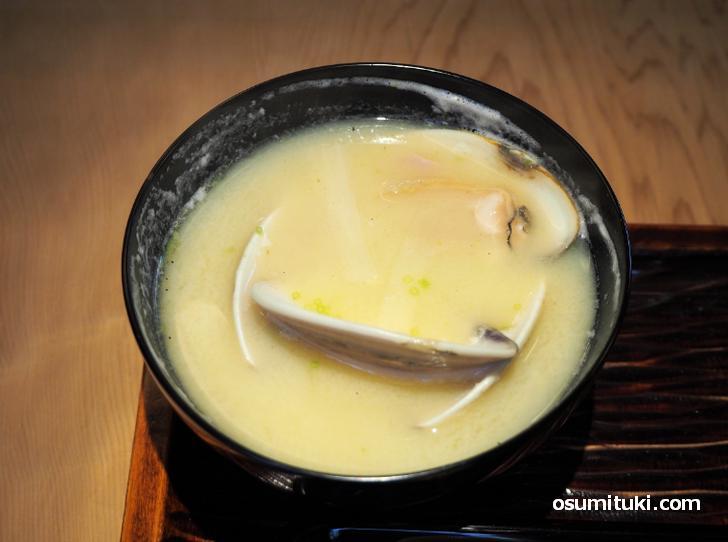 京都の味噌汁といえば白味噌です