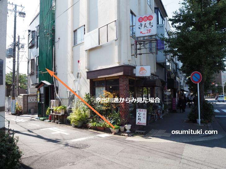 写真の「オータ COFFEE SHOP」という喫茶店の裏側です