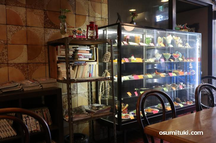 ショーウインドウがあるのも古い飲食店の特徴