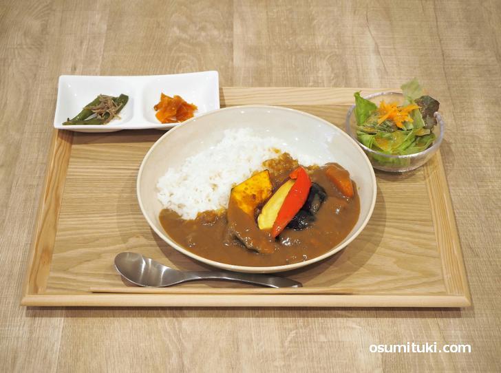 季節の野菜カレー(600円)