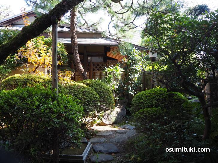 奥には京都らしい坪庭