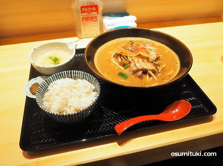炙り豚ラーメン(800円)